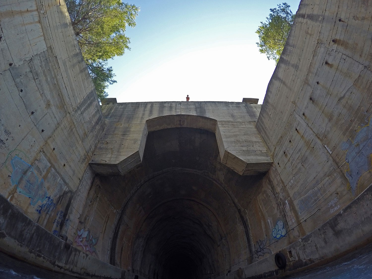 10-military-tunnels-jumping